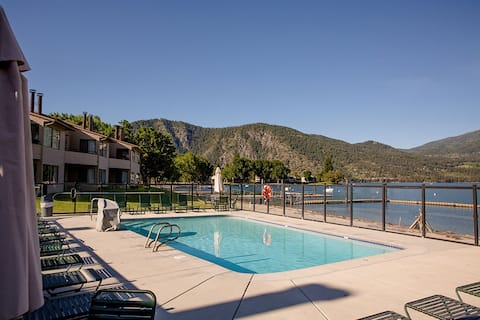 Wapato Point Lake Chelan Beachfront Condo sleeps 6