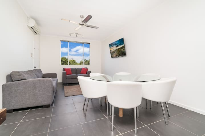 Comfortable 2 bed apartment next to Darwin CBD