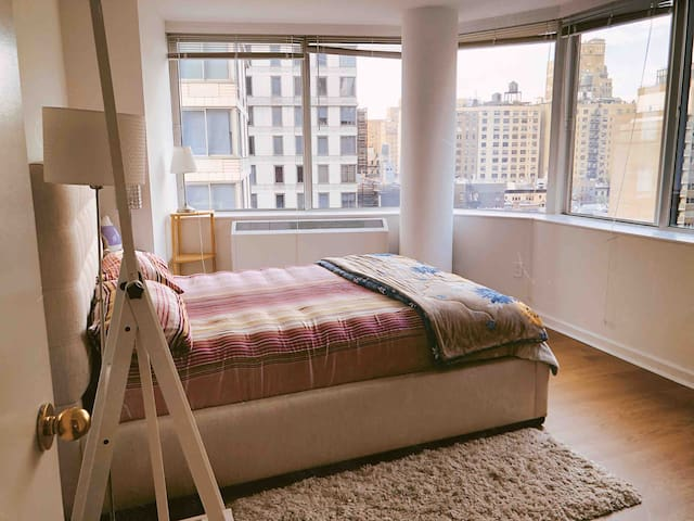 Luxury Apt with perfect location and views
