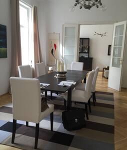 Elegante Altbauwohnung im Zentrum - Wien