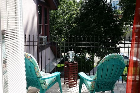 Pink Guest House Balcony Room  $1270/mo! - Boise - Pensione