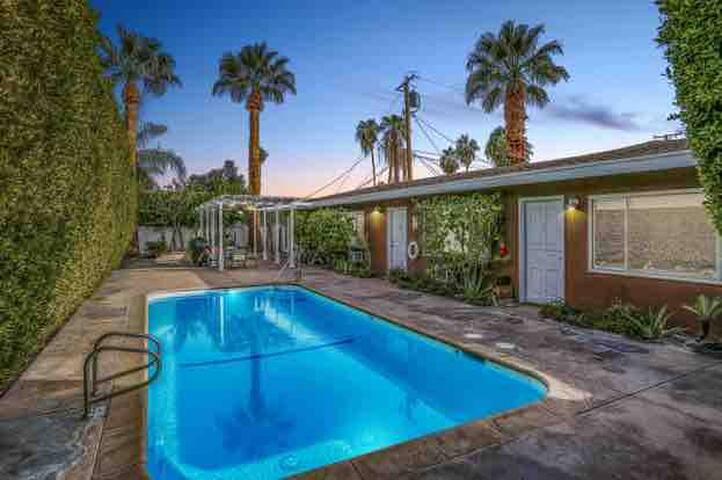 Private Desert Oasis 1b w/ pool & next to downtown