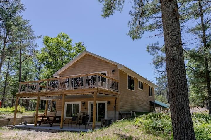 Callahan's Goose Creek Lodge - PRIVATE RIVERFRONT!