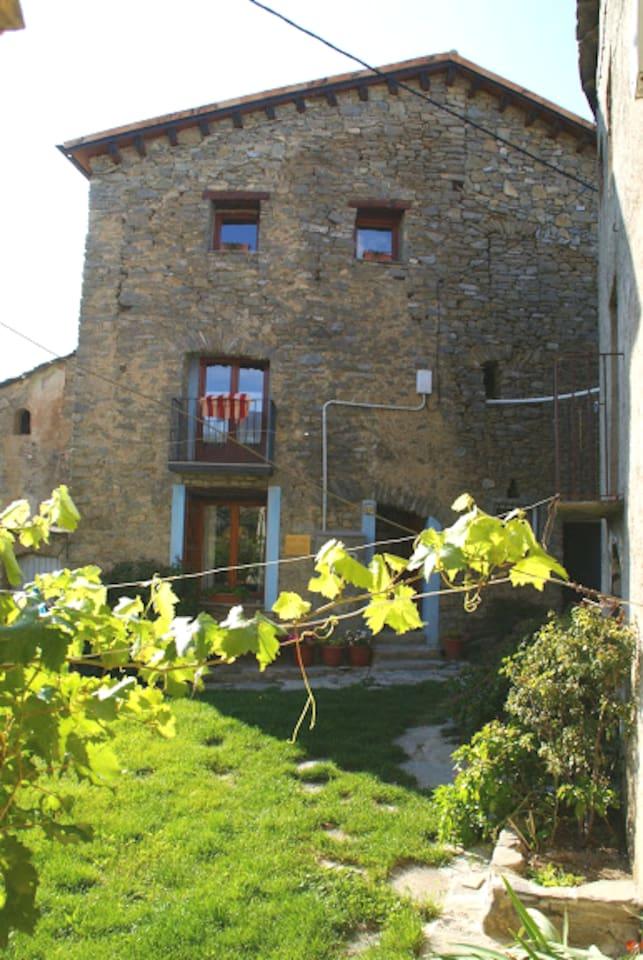 Casa del poble de El Meüll al Pallars Jussà en un lloc privilegiat i molt tranquil en plena natura