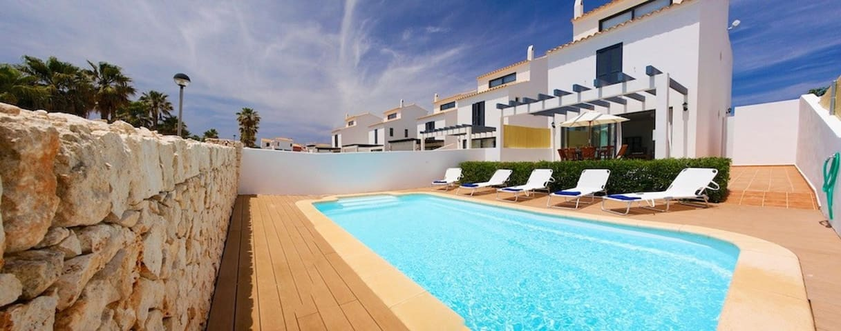 Villa con piscina cerca de la playa y Ciutadella