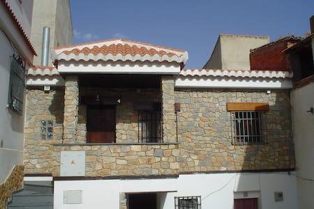 Casa rural al pie de Sierra Nevada - La Peza
