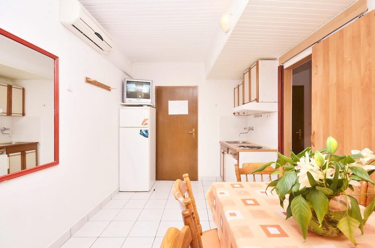 Omi Top Holiday Lettings Omi Holiday Rentals U Apartments Airbnb Omi County  Croatia With Kleine Sauna Im Bad.