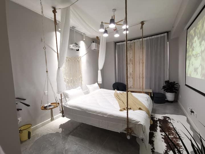 东北大马路瑞公馆网红吊床投影房 一客一换干净卫生,投影清晰,新颖吊床