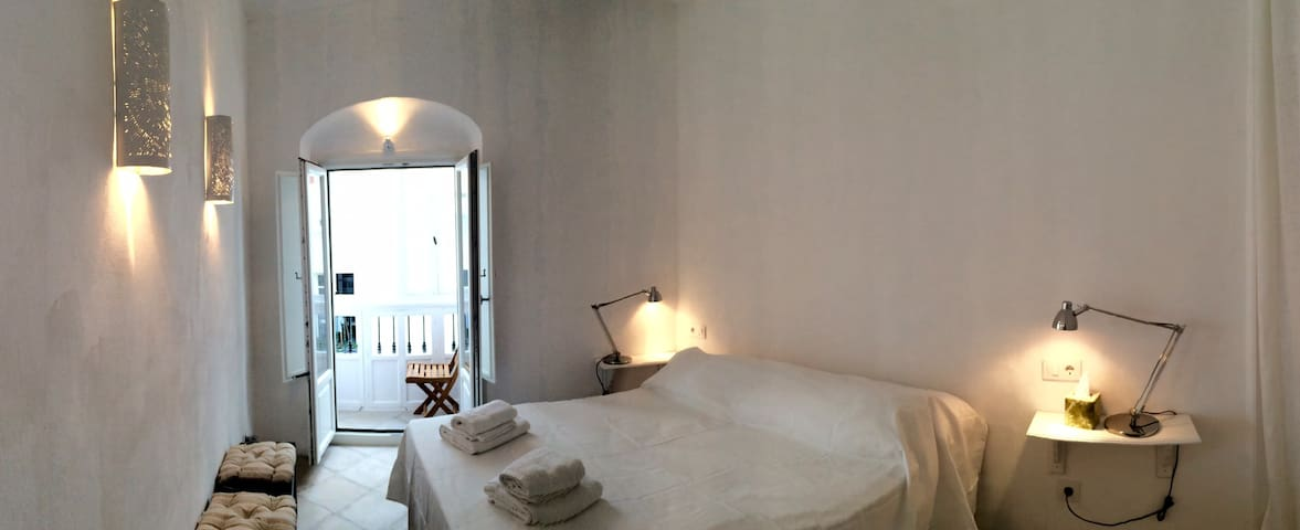 2 CHARMING ROOMS IN THE OLD TOWN