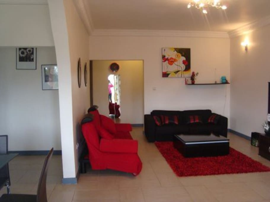 Appartement meubl tout confort appartamenti in affitto for Meuble tv yaounde