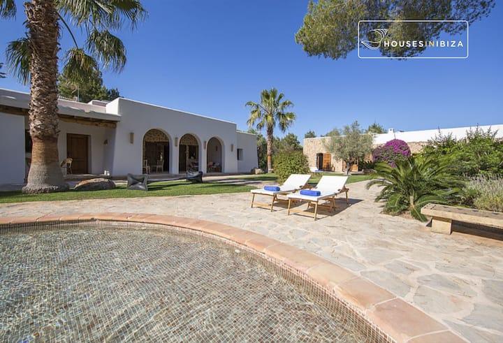 Charming peaceful  5 bd pool gardens. Yoga retreat