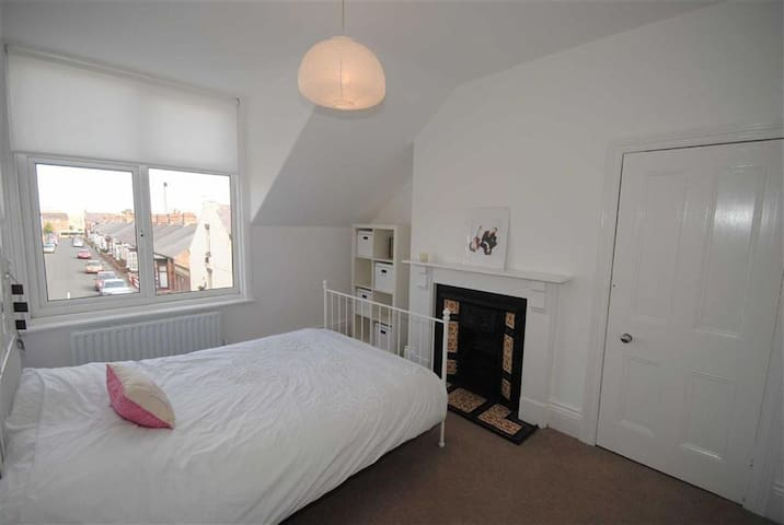 Double Bed in Central Location - Sunderland - Huis