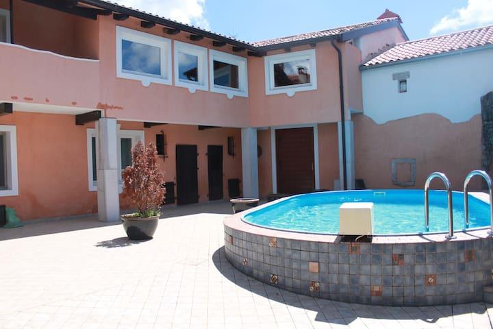 Villa TOMAČEVICA