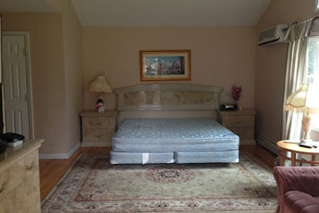 $950 Large Bedroom Suite For Rent - Σπίτι