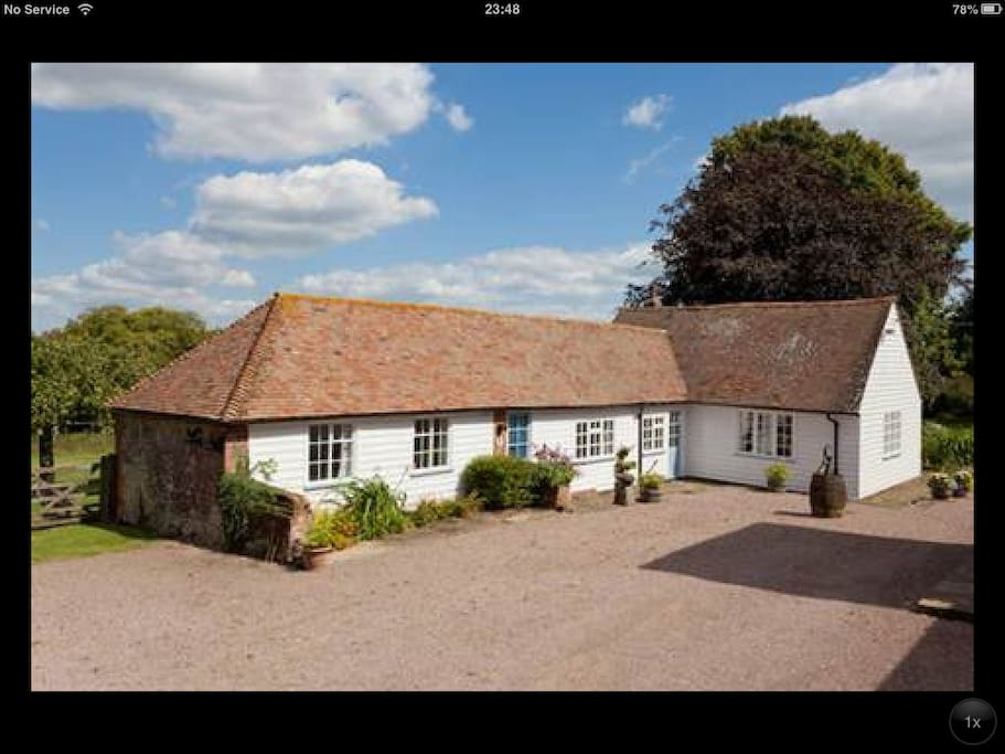 The Old Duck House is a charming annex cottage, situated in a peaceful rural location