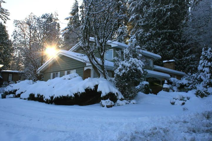 5BR/ 2,5BA house 30min to Vancouver - Port Moody - House