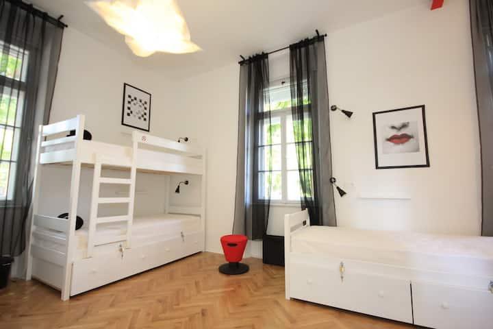 Spacious dormitory TheHostel