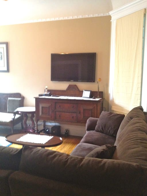 Flat Screen HDTV with cable, sectional with 2 recliners