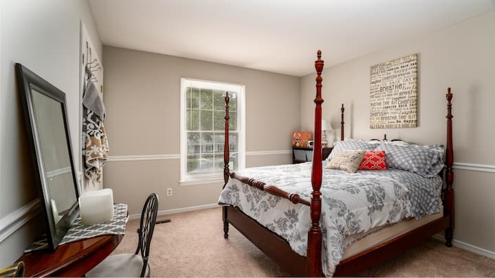 Comfy Private Room close to all Charlotte offers