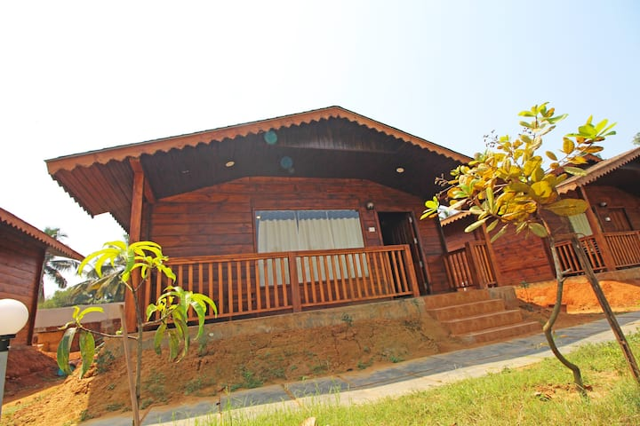 Wooden Cottage with Swimming Pool at Arambol Beach