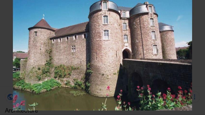 Château musée dans la vielle-ville à côté de la cathédrale
