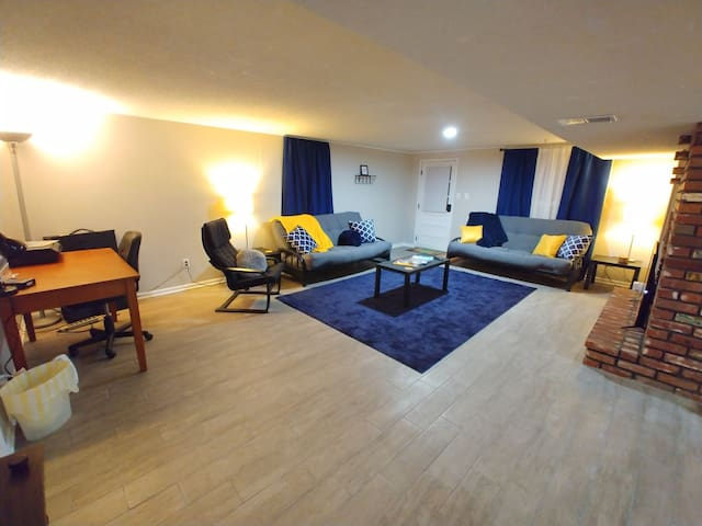 Private Bsmt Retreat * King Bed * Close to stadium