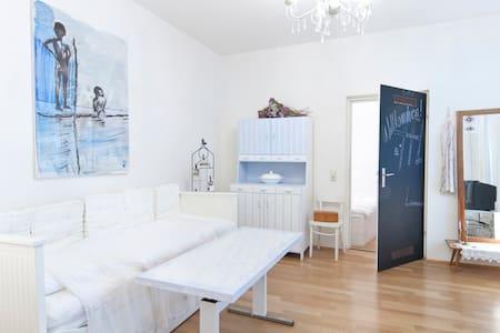 ROMANTIK STADTHAUS mit Garten und Garage in Wien 7 - Bécs - Ház