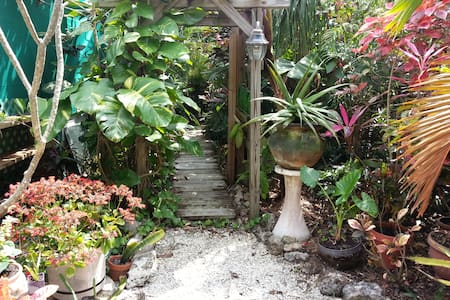 Secret Garden Guest House ~sleeps 2 - Big Pine Key