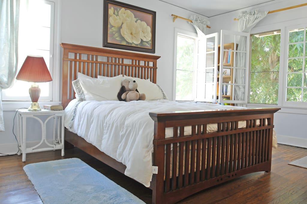 Queensized bed with new mattress in Bedroom with walkin closet, lots of light, views of downtown LA and garden below