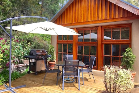 BEAUTIFUL RETREAT - 20 mins to CBD/10 mins to MONA - Collinsvale