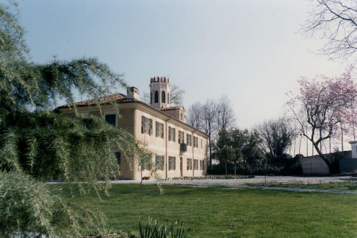 BED & BREAKFAST VILLA CARDELLINI - Savigliano - 別荘