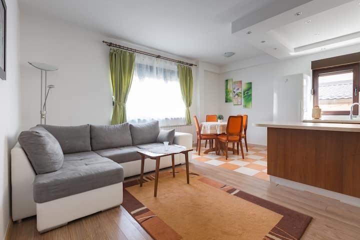 Zagreb: Apartman for 5 , 15 min to center