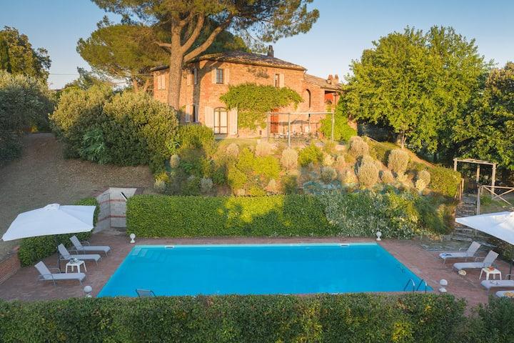 Villa al Pozzo, five bedrooms villa in Tuscany