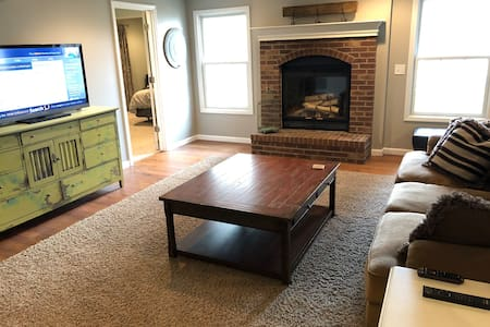 Private Walkout w/ 1 King Bed/1Bath + Living Room
