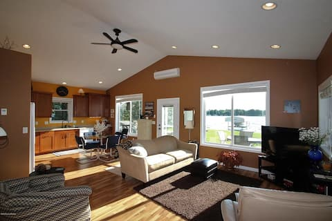 Lake Maud 3-bedroom Year-Round Home (Dog Friendly)