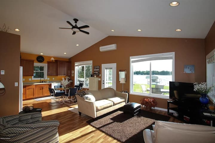 Sunny Haven on Lake Maud, 3 Bedroom (Dog Friendly)
