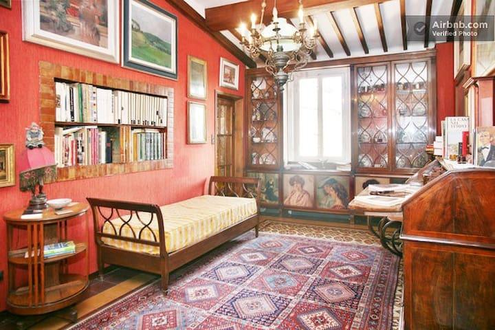 Lucca-HistoricCenter, Rossa