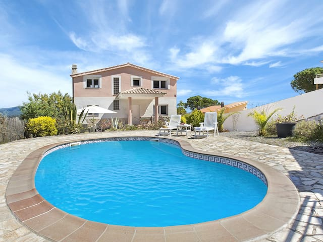 5 bedrooms Villa with private swimming pool