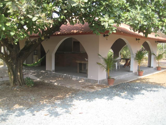 Casa Loma; Standard Family Room, sleeps 4 - Pedasí District - Bed & Breakfast