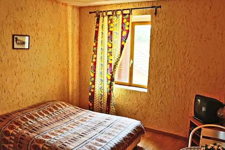 Chambre 14m2, Bourgogne, 8min Mâcon, proche A6-A40 - Charbonnières