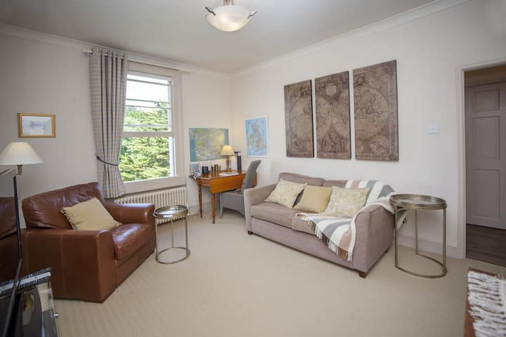 Marlborough Heights.  Peaceful city center one bedroom property across from Victoria Park and the Royal Crescent