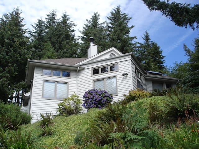 Where the Forest Meets the Ocean - Yachats - Casa