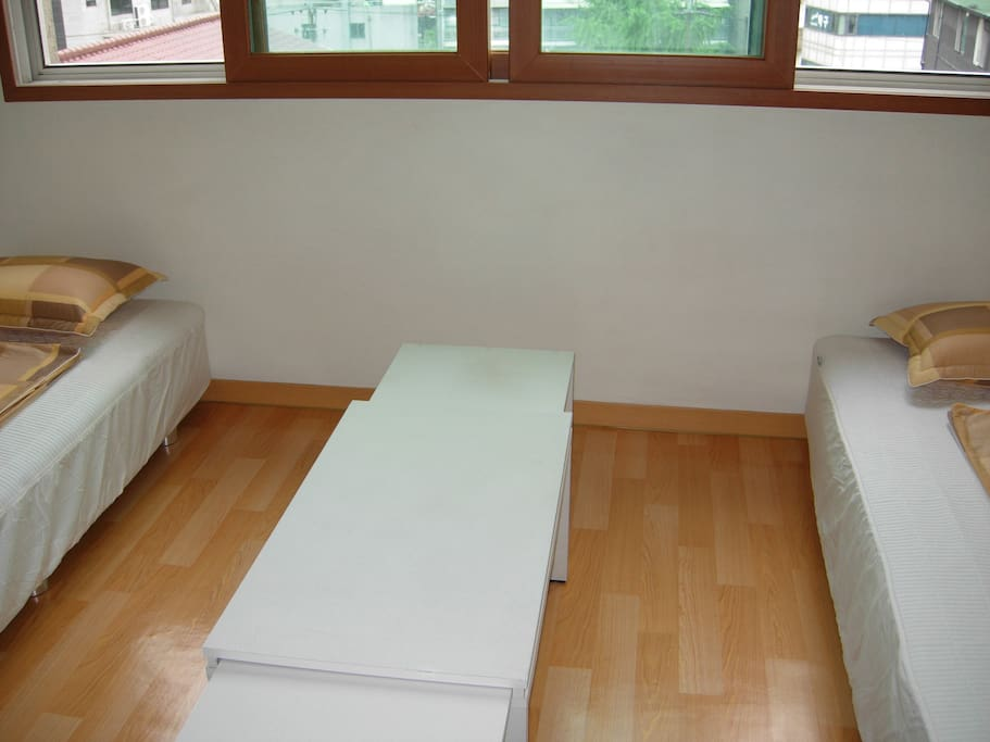 One Room Apartment, Mangwon Station