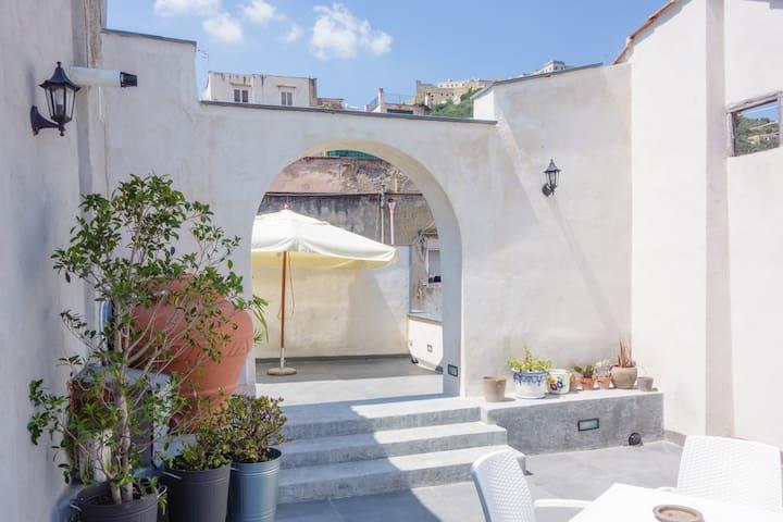 San Mattia rooftop attic - cozy & panoramic - Napoli - House