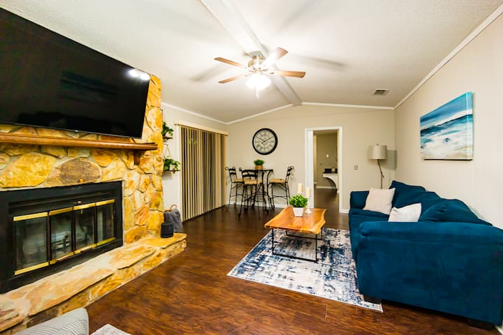 Inquiry for discounted rates! Family, Work and Pet friendly!  Sleeps 16!  Something for every occasion and occupation.