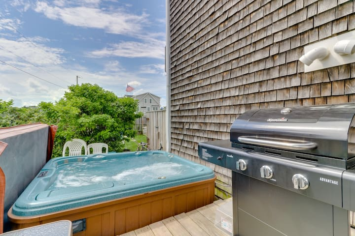 NEW LISTING! Oceanview duplex w/private hot tub, 2 decks & yard-steps to beach