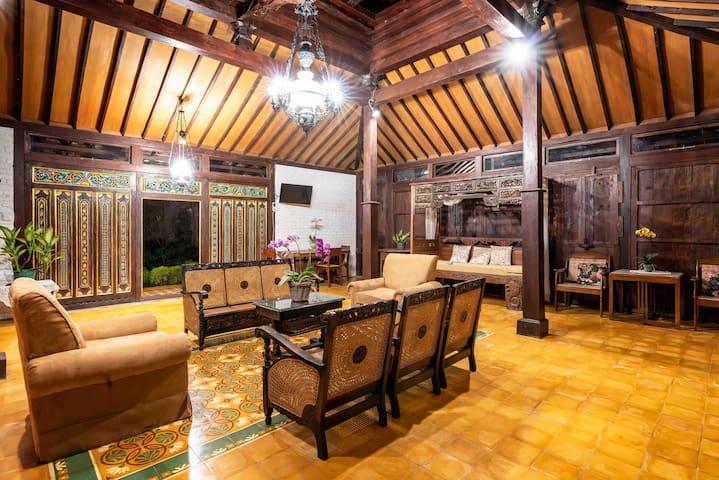 Vintage room (2) in Joglo @penggemarlawas Bogor