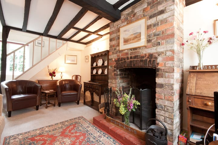 Landgate Cottage in quaint old Rye