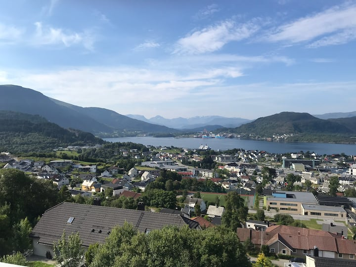 Apartment with fantastic view, Ulsteinvik