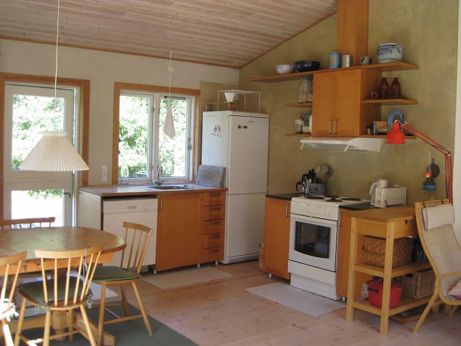 Åbent køkken med gode spisepladser